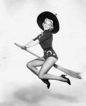 Vintage-Halloween-Pin-Up-Girls-005-1